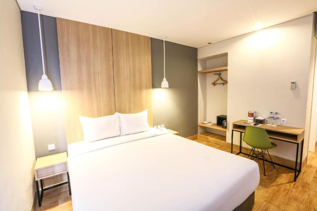 A bed or beds in a room at Hotel Citradream Semarang