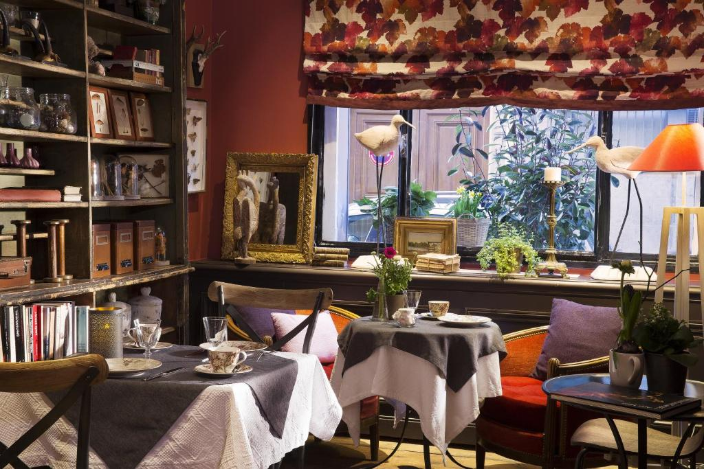A restaurant or other place to eat at Hotel Le Petit Chomel