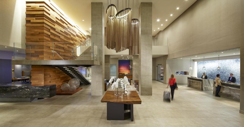 The lobby or reception area at Hilton San Diego Mission Valley