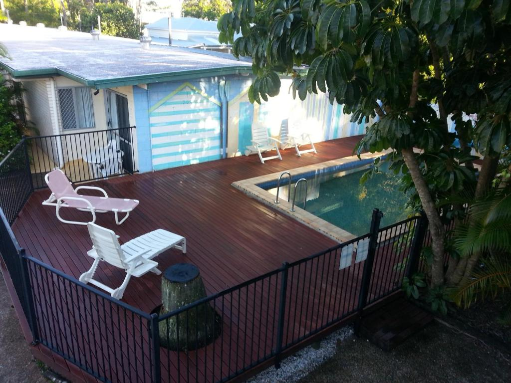 A view of the pool at Sandy Court Holiday Units or nearby