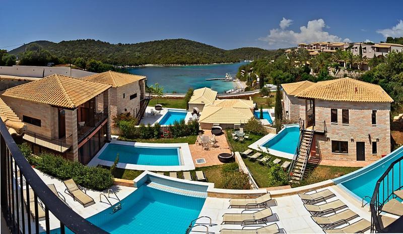 Вид на бассейн в Ornella Beach Resort & Villas или окрестностях
