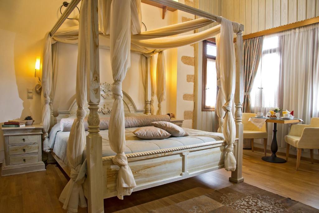 Ένα ή περισσότερα κρεβάτια σε δωμάτιο στο Ionas Boutique Hotel