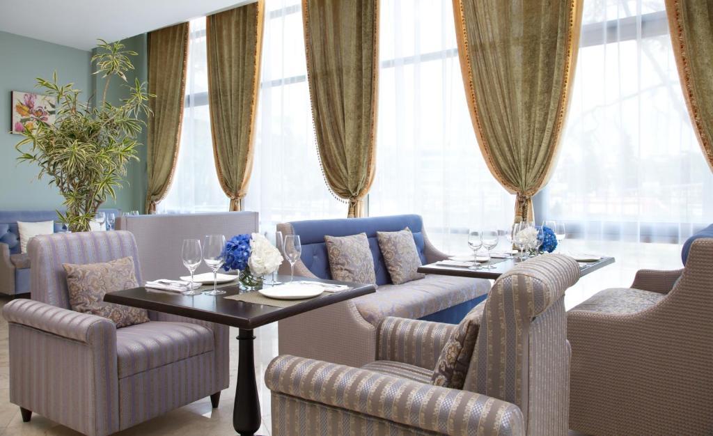 A seating area at Звездный Отель WELLNESS & SPA