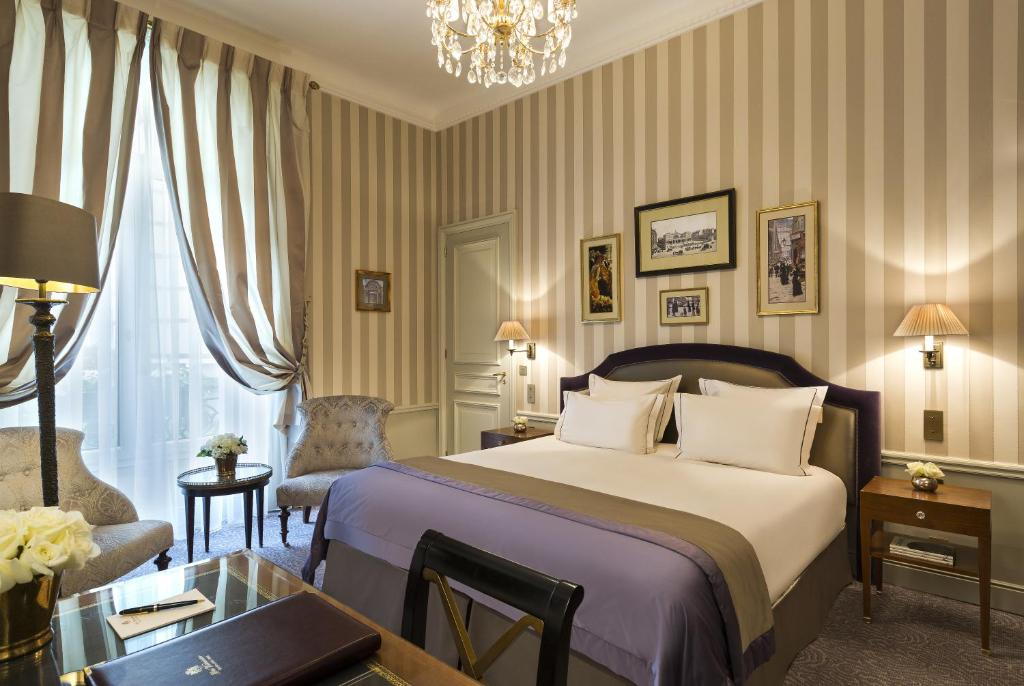 A bed or beds in a room at Hotel Westminster