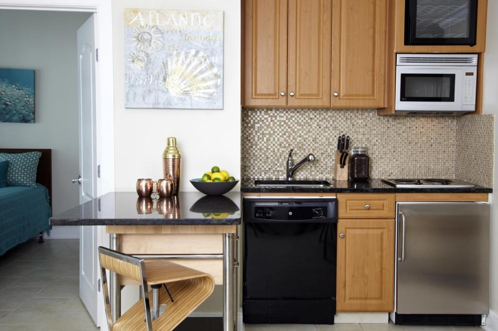 A kitchen or kitchenette at The Cliffside Resort Condominiums