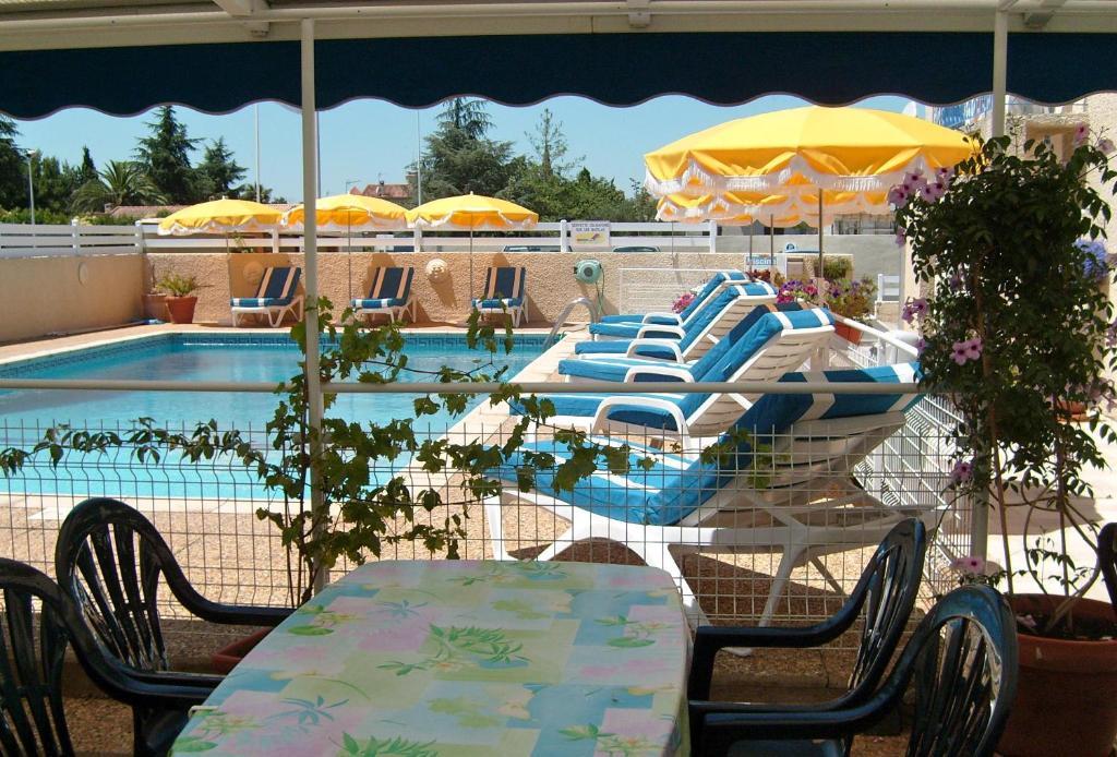 Piscine de l'établissement Hotel Mucrina ou située à proximité