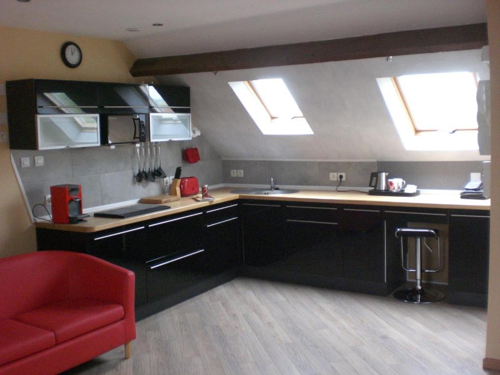 A kitchen or kitchenette at Coquelicotel