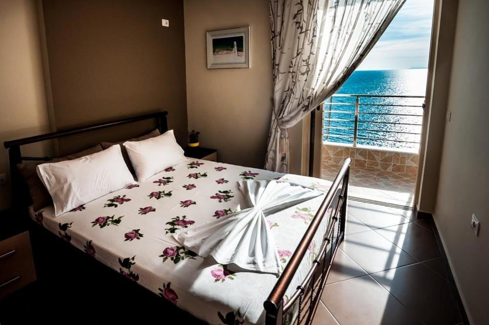 A bed or beds in a room at Cavo Paradise