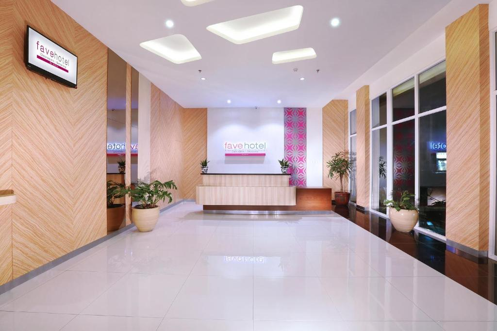 The lobby or reception area at favehotel Diponegoro
