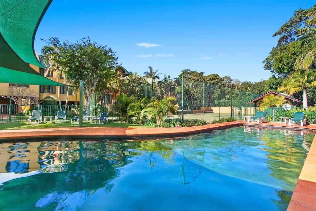 The swimming pool at or near Byron Links Apartments
