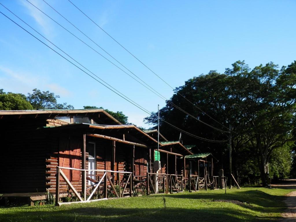 El edificio en el que está el complejo de cabañas