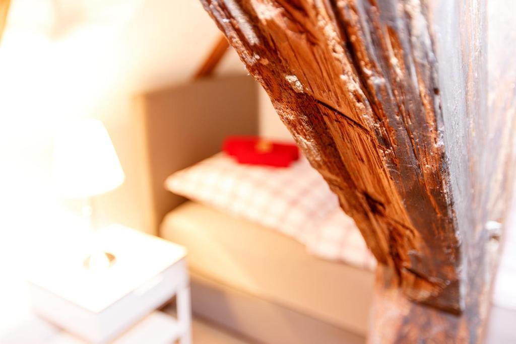 Ein Bett oder Betten in einem Zimmer der Unterkunft Pension Altes Burghotel