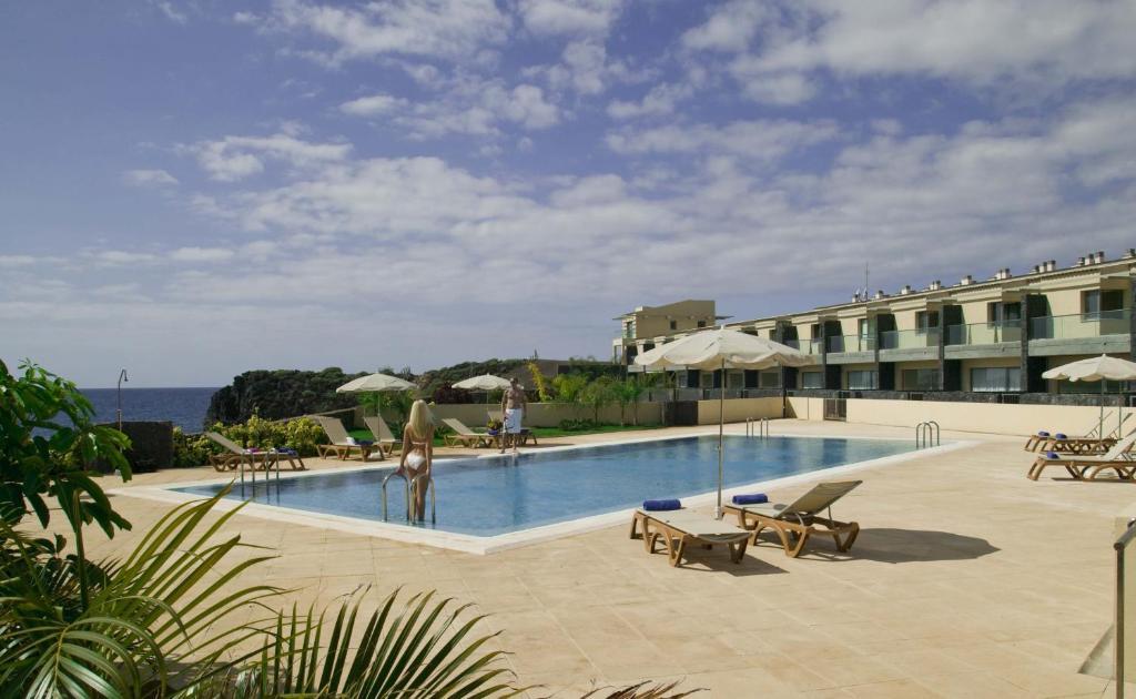 Бассейн в Sun Bay Villas или поблизости