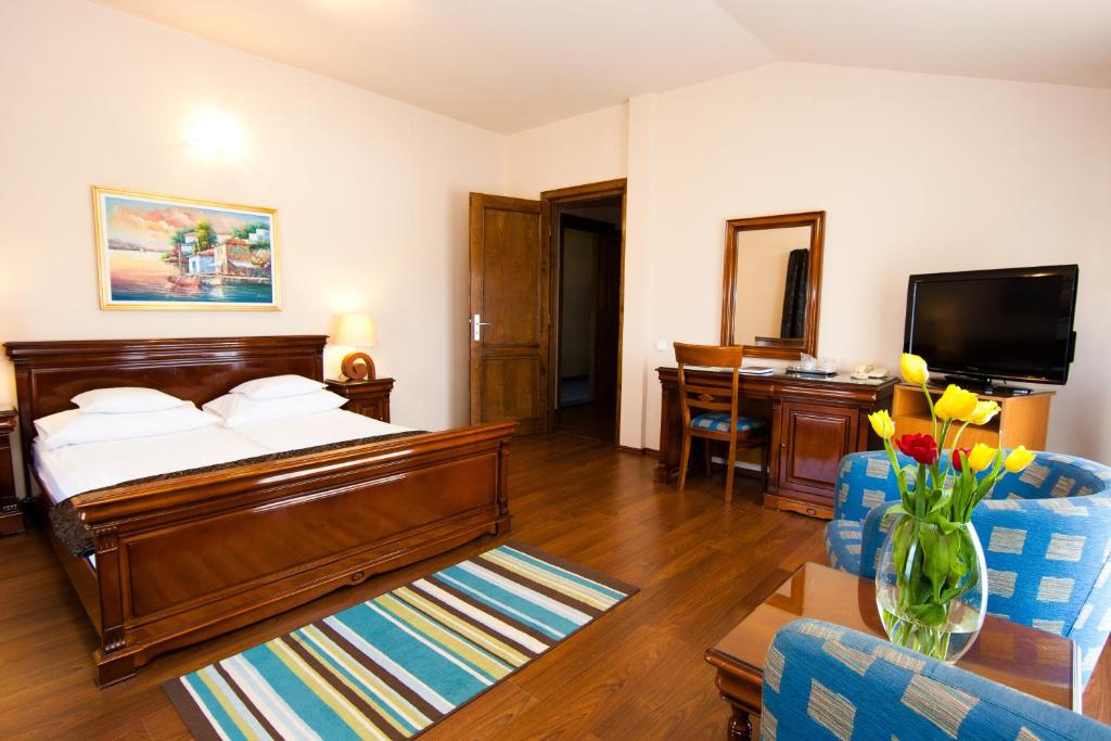 A bed or beds in a room at Hotel Onix