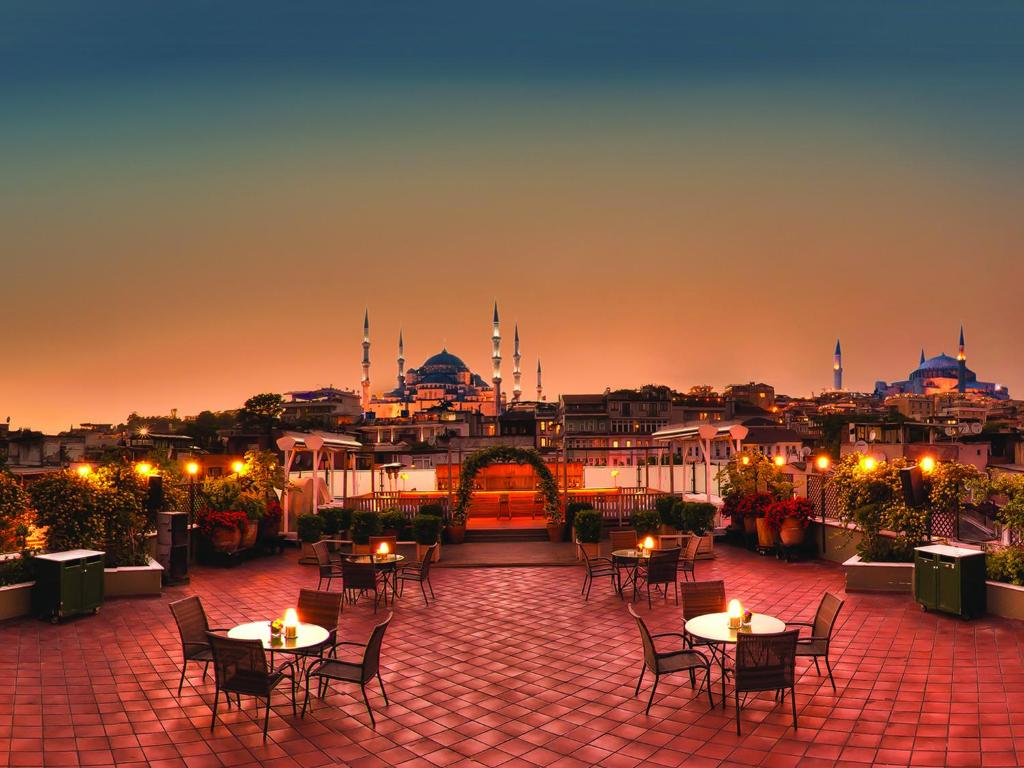 A restaurant or other place to eat at Armada Istanbul Old City Hotel