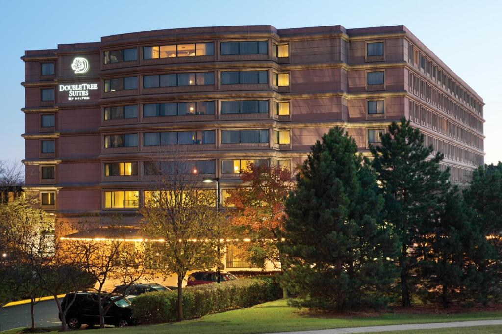 DoubleTree Suites by Hilton Hotel & Conference Center Chicago-Downers Grove