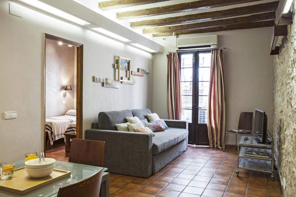 AinB Las Ramblas-Guardia Apartments - Laterooms