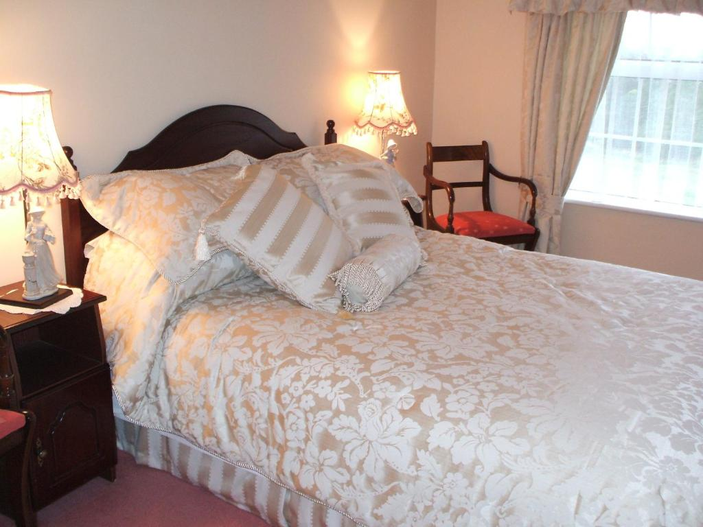 A bed or beds in a room at Grove Farm House