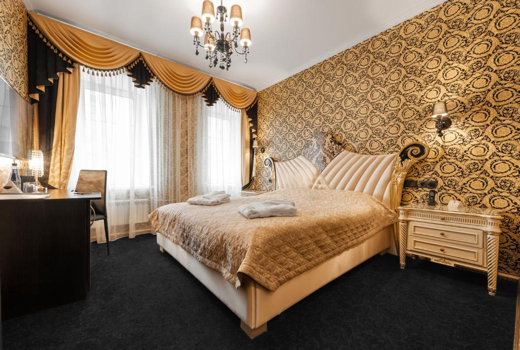 A bed or beds in a room at Hotel Sukharevsky