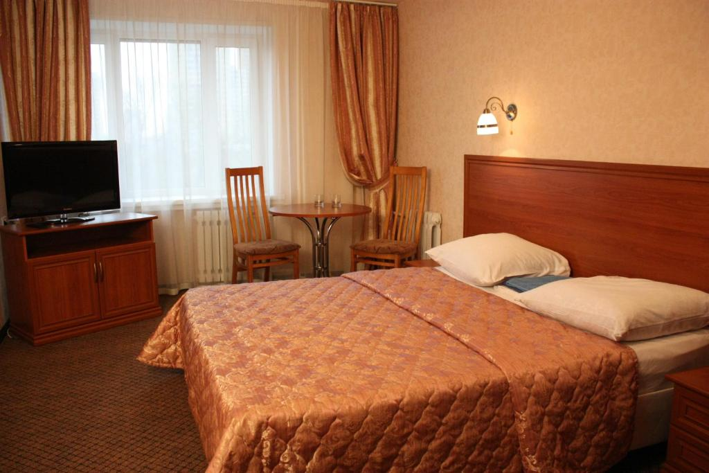 A bed or beds in a room at Gostinichny Kompleks Mashinostroeniya