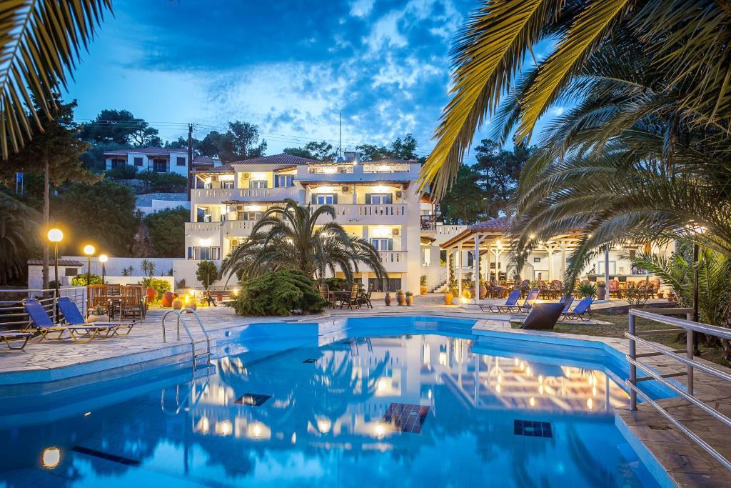 Πισίνα στο ή κοντά στο Stafylos Suites & Boutique hotel