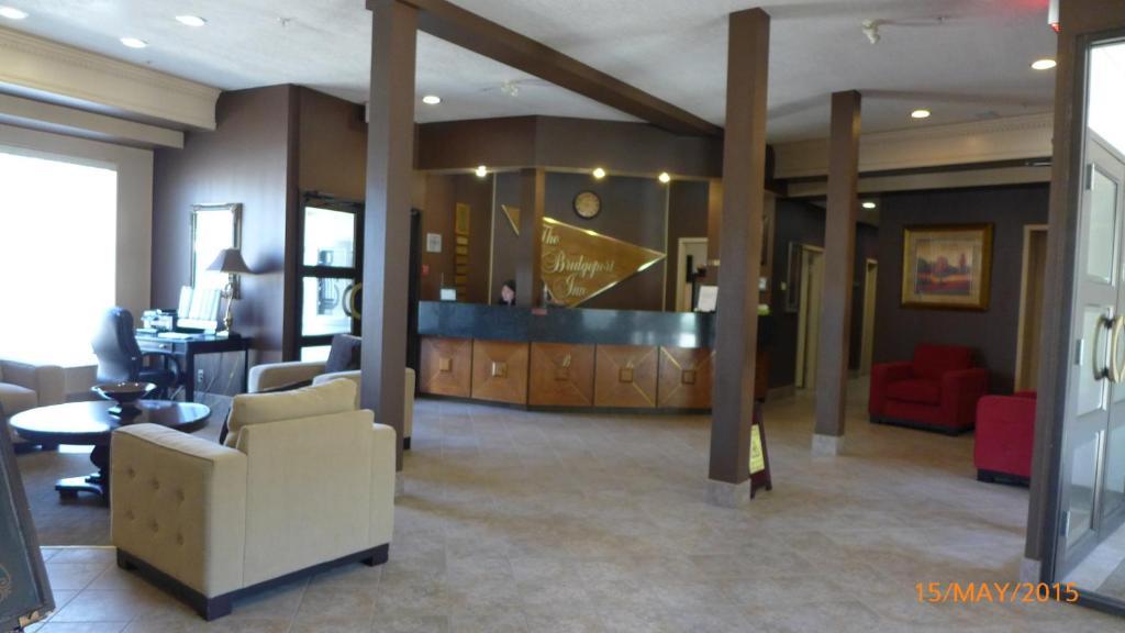 The lobby or reception area at The Bridgeport Inn