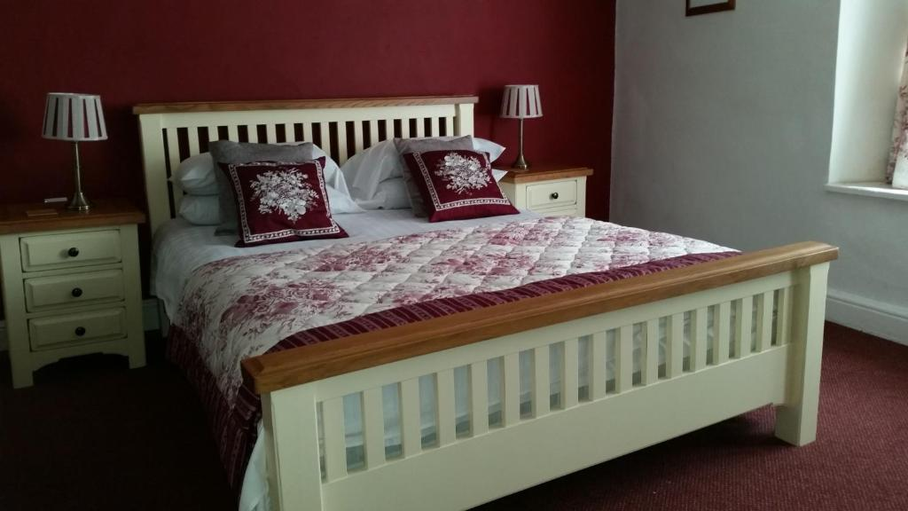 A bed or beds in a room at White Hart Hotel