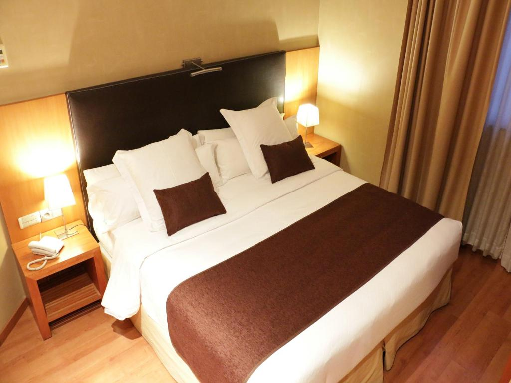 A bed or beds in a room at HLG CityPark Sant Just