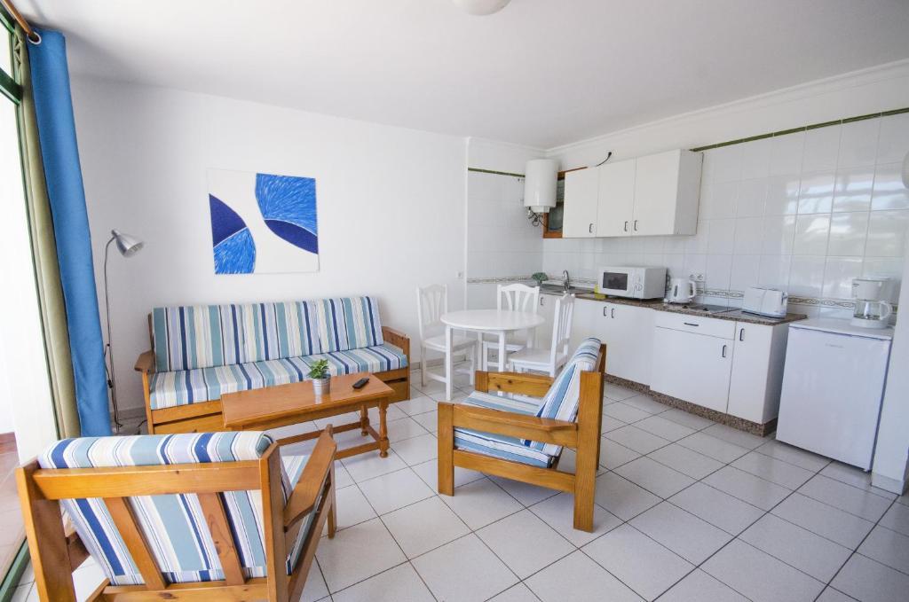 Apartamentos La Peñita - Laterooms