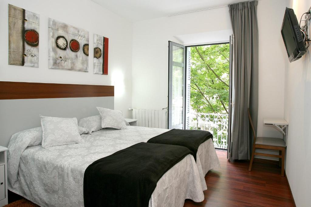 A bed or beds in a room at Hostal San Ignacio Centro