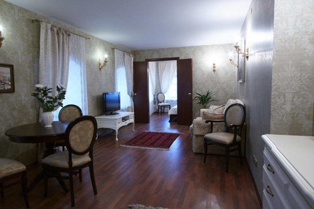 A seating area at Boutique Apartments Pokrovka 9A