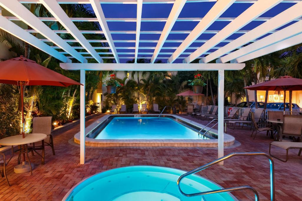 The swimming pool at or close to Inn at the Beach-Venice FLORIDA