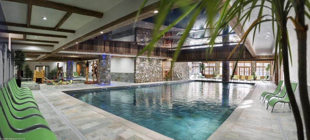 Het zwembad bij of vlak bij CGH Résidences & Spas Kalinda