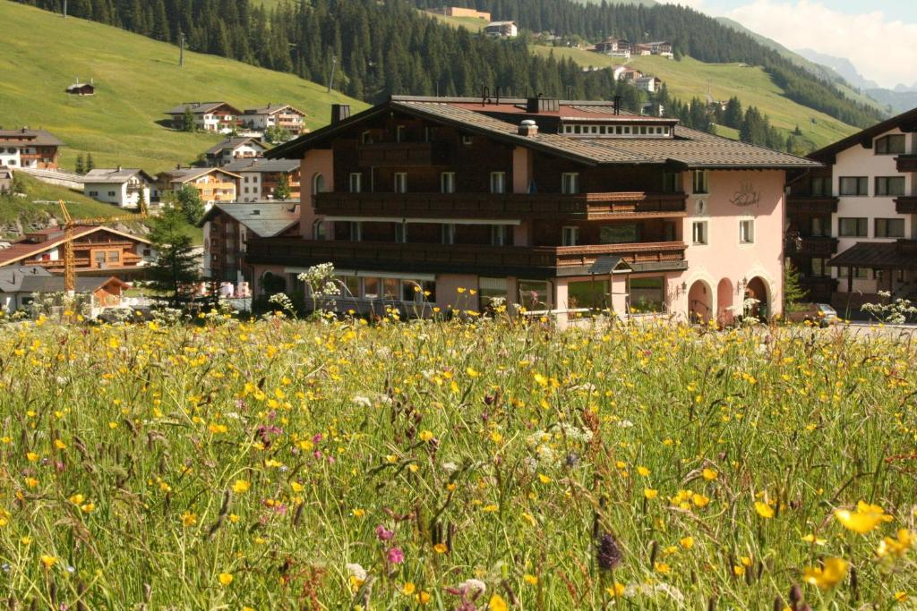 Hotel Garni Larchenhof Lech am Arlberg, Austria