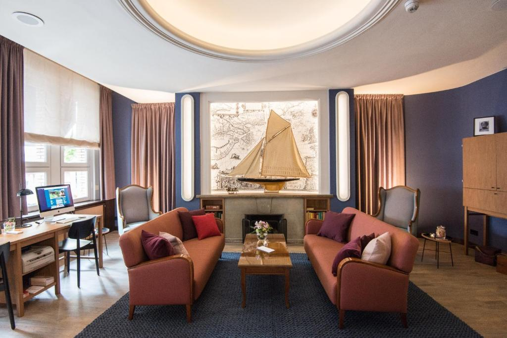 A seating area at Hotel Stella Maris