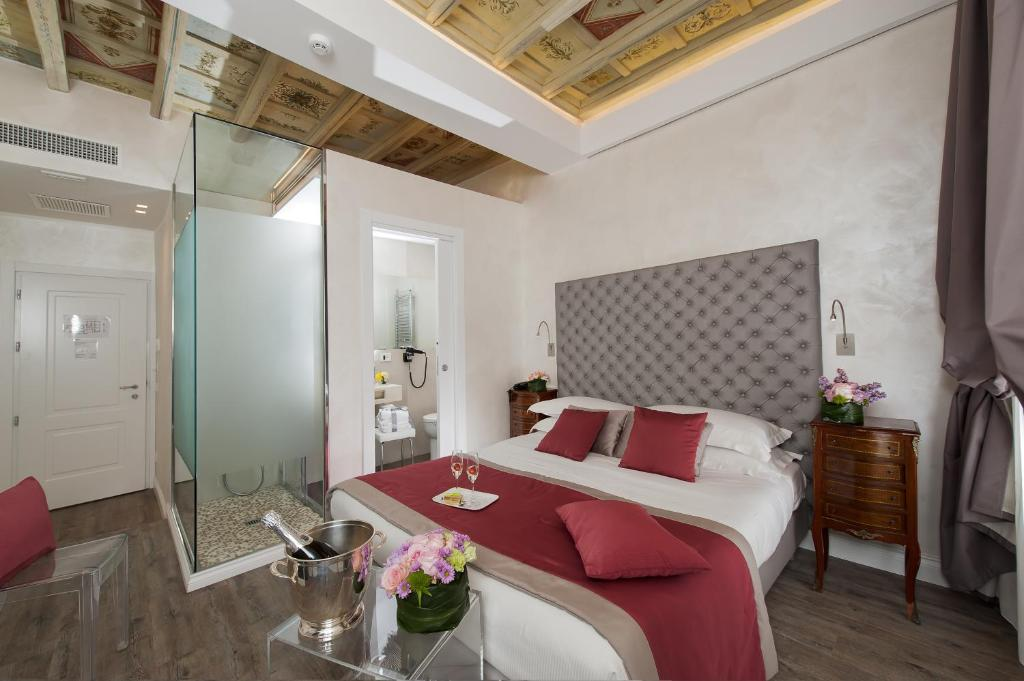 A bed or beds in a room at Hotel Navona