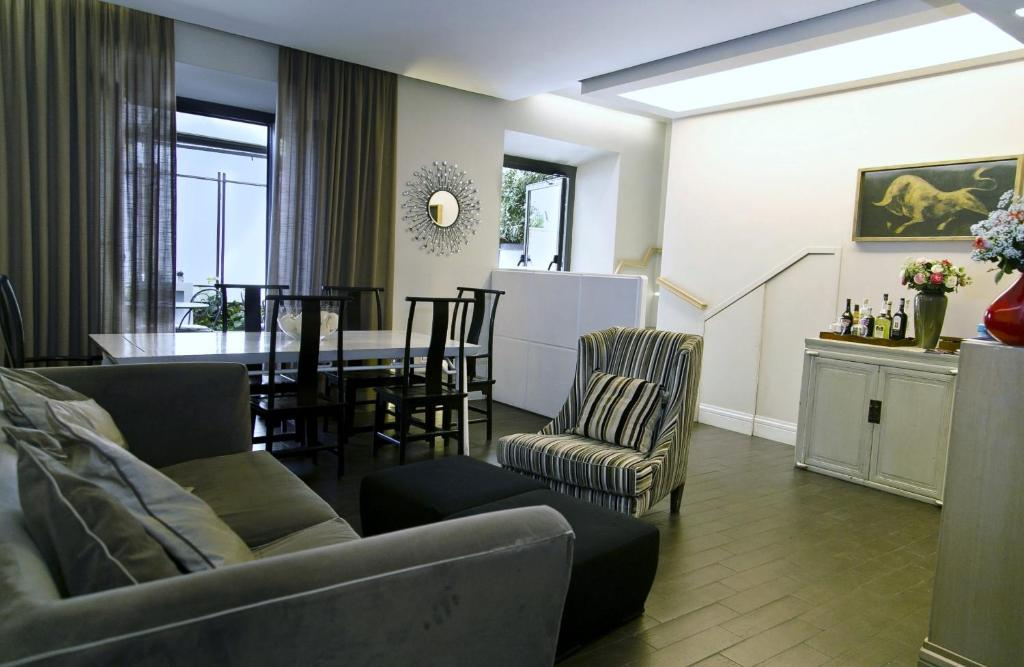 A seating area at Hotel Valeri