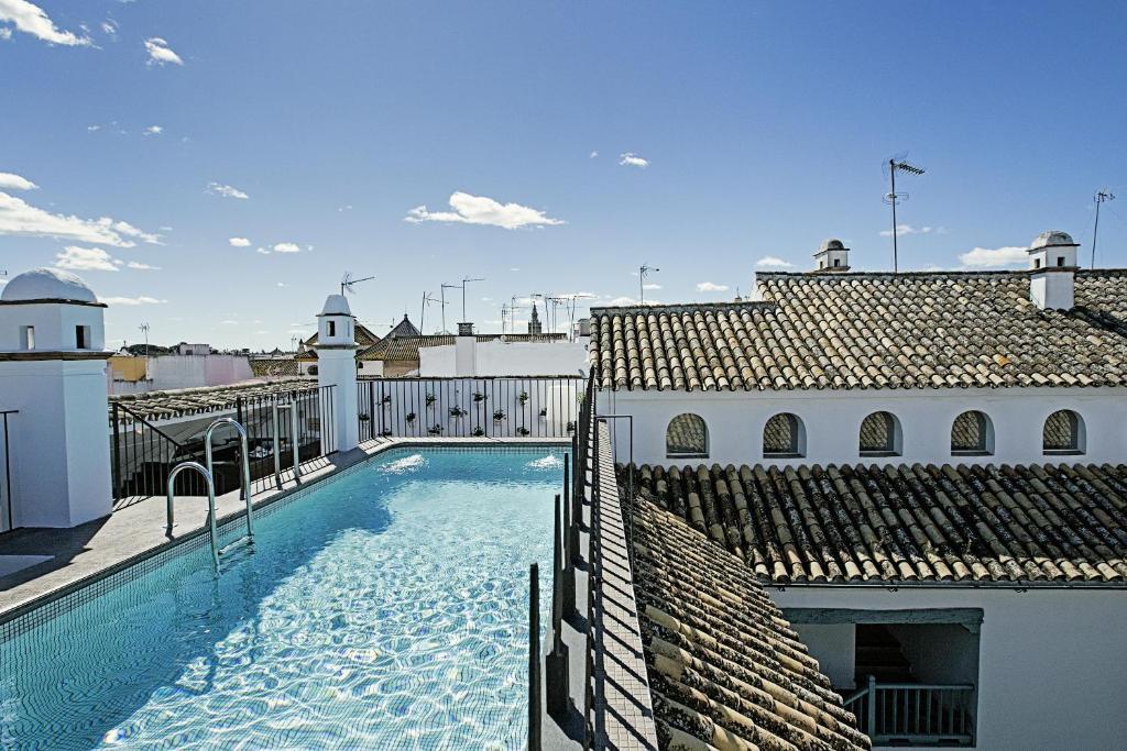 The swimming pool at or close to Hospes Las Casas Del Rey De Baeza