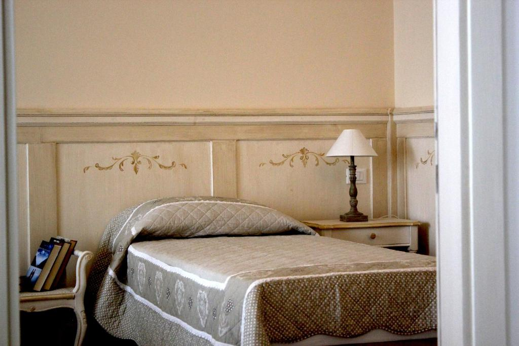 A bed or beds in a room at Casa Camilla City