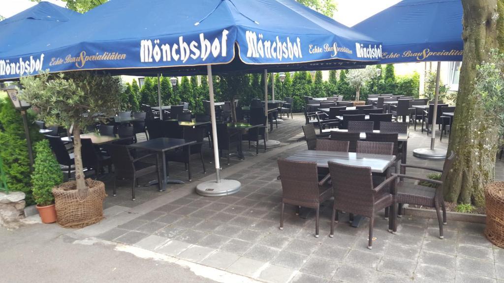 Ein Restaurant oder anderes Speiselokal in der Unterkunft Hotel Restaurant Platamon