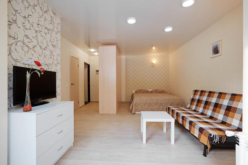 Телевизор и/или развлекательный центр в Apartment ot Nadezhdy Uchebnaya