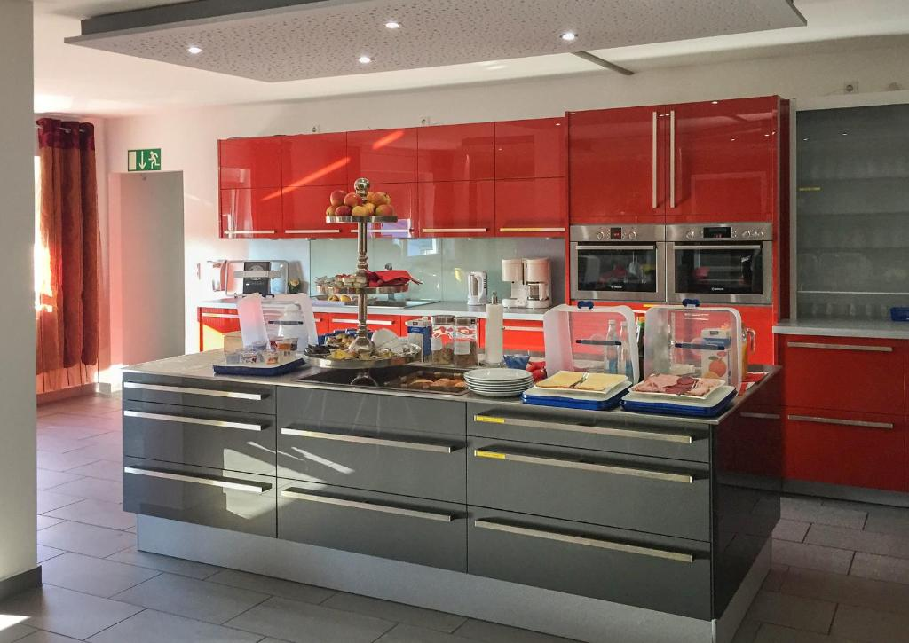 Küche/Küchenzeile in der Unterkunft InWest Hotel Garni