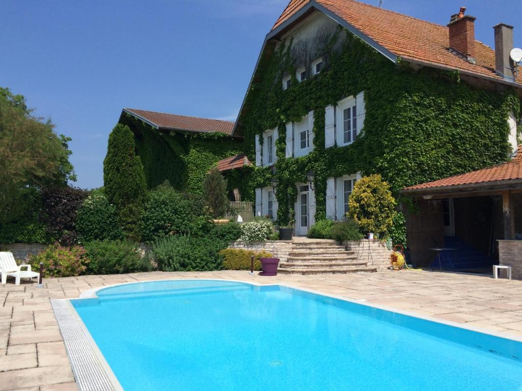 The swimming pool at or near Chambres d'hôtes Les Templiers