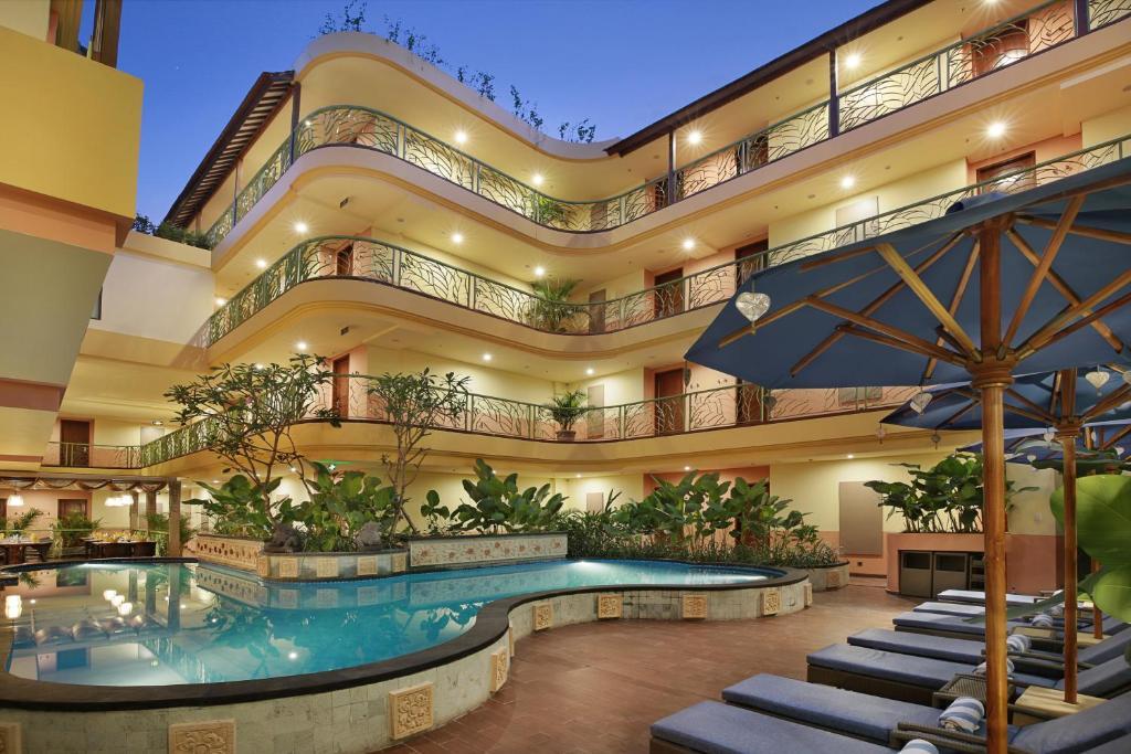 Бассейн в SenS Hotel and Spa или поблизости