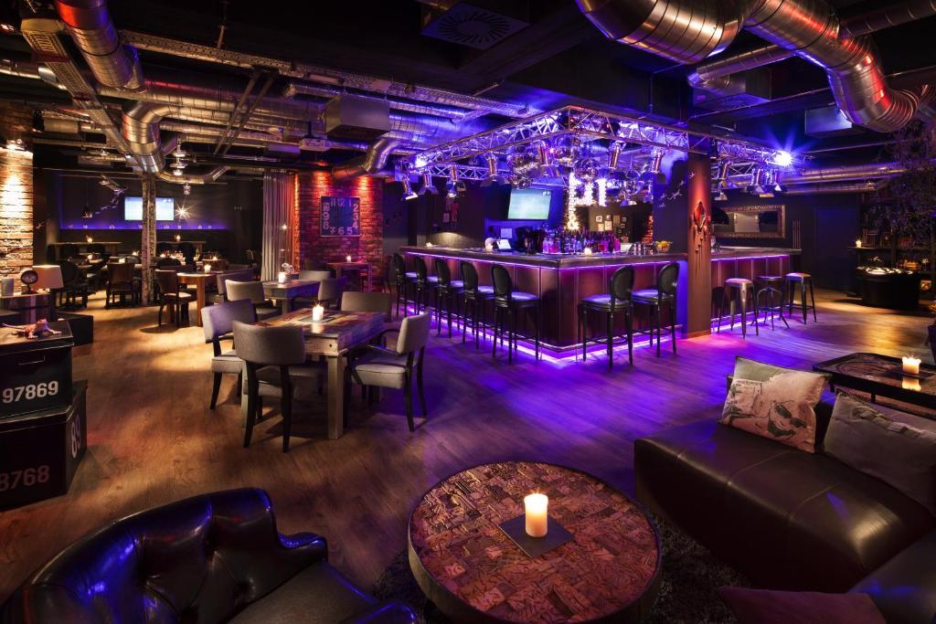 Lounge oder Bar in der Unterkunft pentahotel Liège