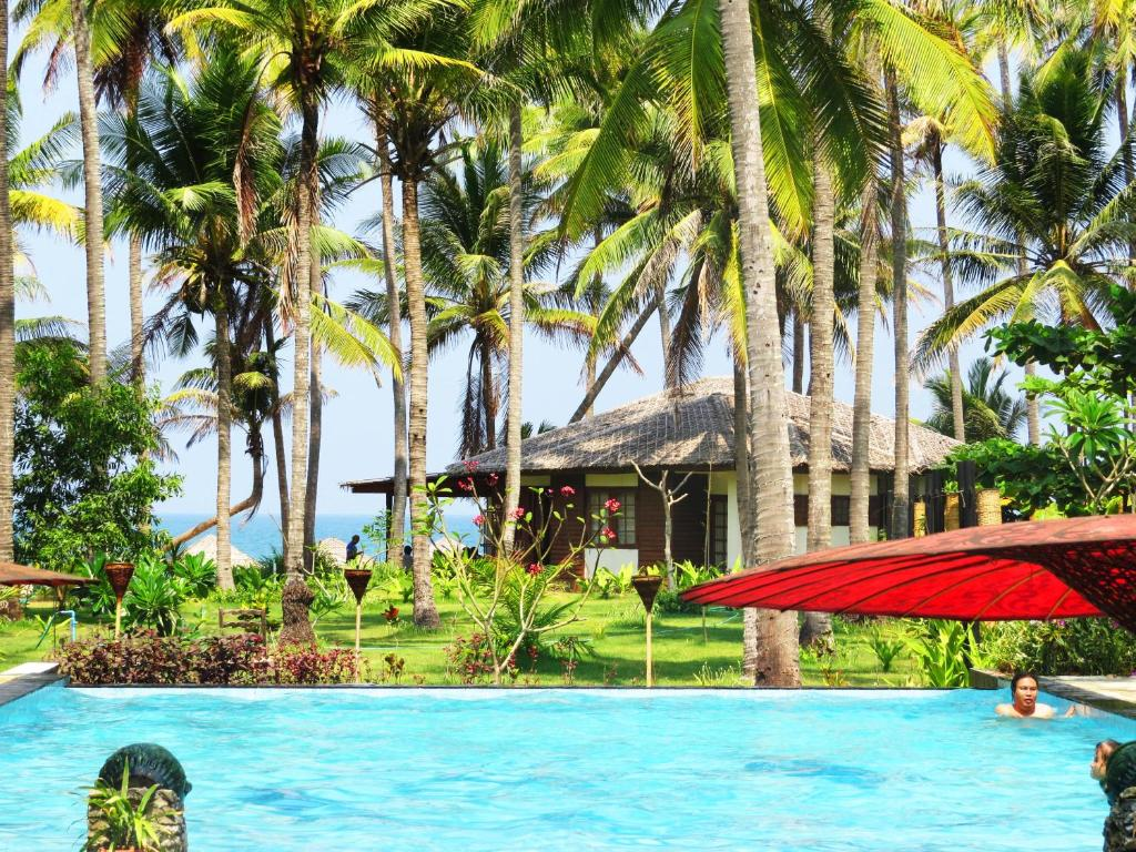 The swimming pool at or close to Emerald Sea Resort