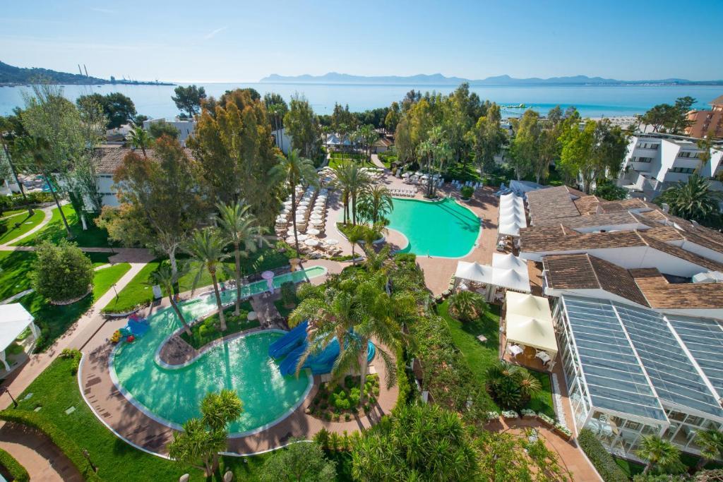 Uitzicht op het zwembad bij Iberostar Ciudad Blanca of in de buurt
