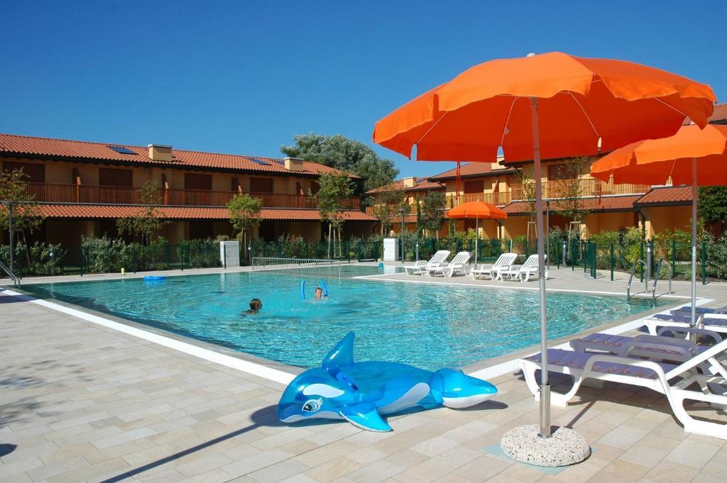 Bazén v ubytování Villaggio Tamerici nebo v jeho okolí