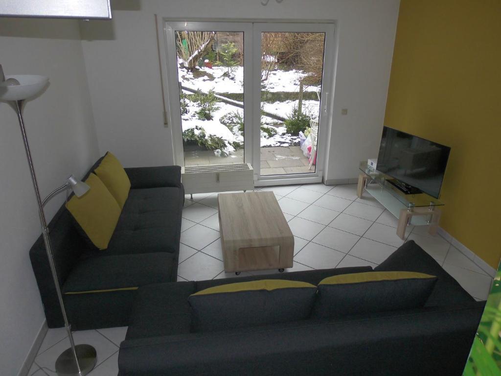 Ein Sitzbereich in der Unterkunft Ferienwohnung Wehr