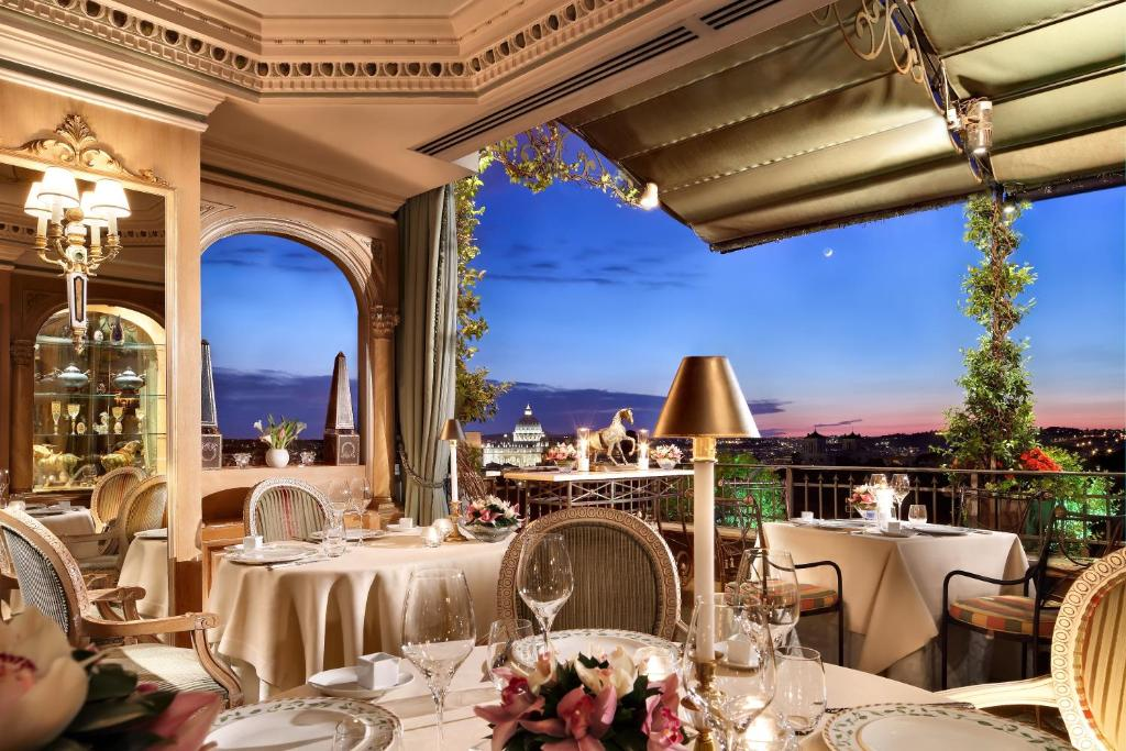 Een restaurant of ander eetgelegenheid bij Hotel Splendide Royal - Small Luxury Hotels of the World